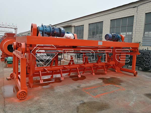 Groove type compost turner Supplier.jpg