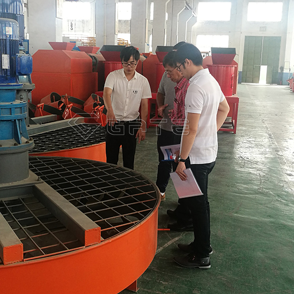 Vietnamese customer visit GATE factory for fertilizer mixer machine disc type mixer Manfacturer