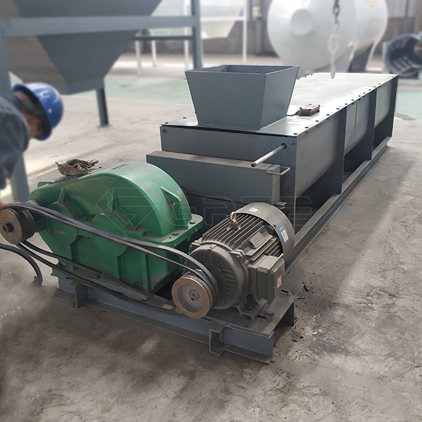 What are the performance advantages of the organic fertilizer double shaft mixer?
